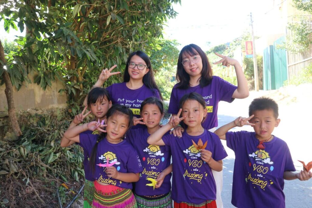 Volunteers in a VEO's project