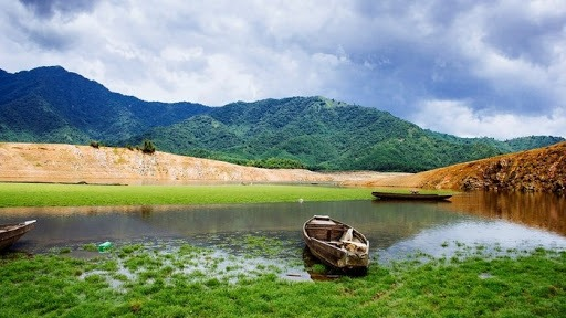 Hoa Trung Lake during the day